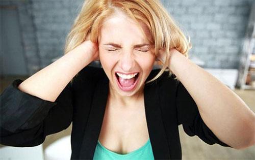 Предменструальный синдром: причины и симптомы