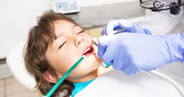 Профессиональное лечение зубов с использованием анестезии
