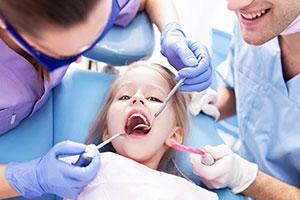 Кариес молочных зубов: лечить или не лечить?