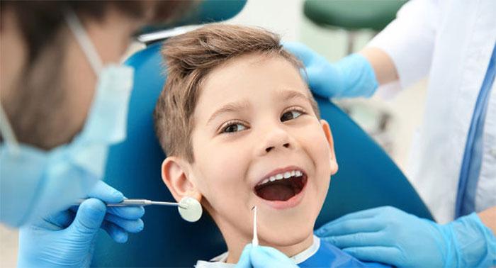 Когда нужно удалять молочный зуб?