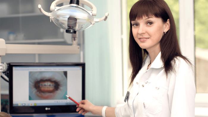 Как врач наблюдает и регулирует ношение брекетов