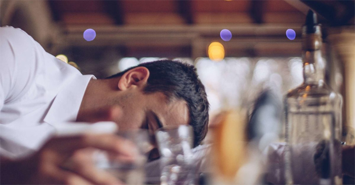 Вывод из запоя: почему важно правильно прерывать долгосрочное употребление алкоголя?